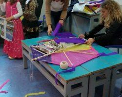 Κατασκευάζοντας χαρταετούς!  (3)